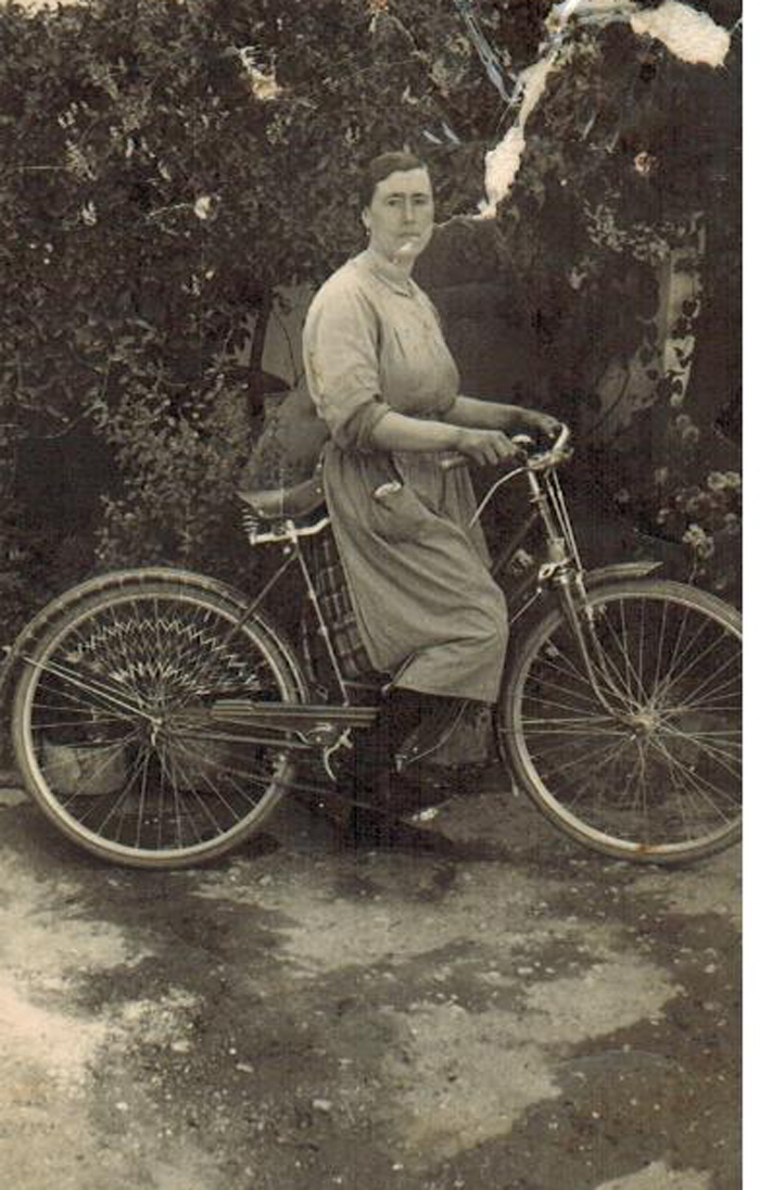 Isabel en bicicleta