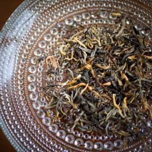 gult te från tegården Dongzhai i Yunnan