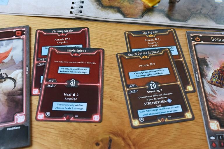 Gloomhaven: Jaws of the Lion -pelin kortit