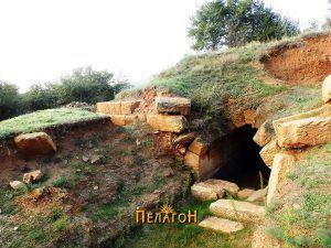 Влезот со дел од кружниот ѕид
