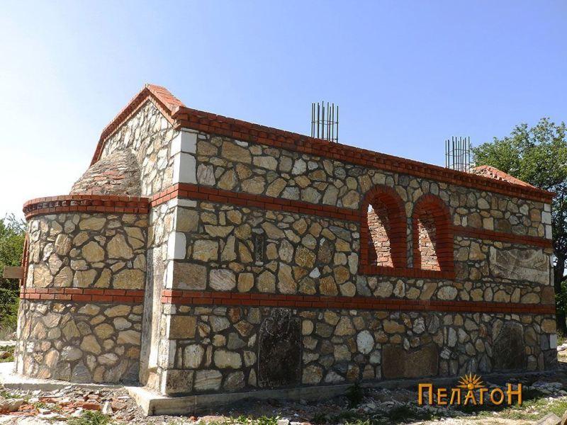 Северниот ѕид и апсидата на новата градба