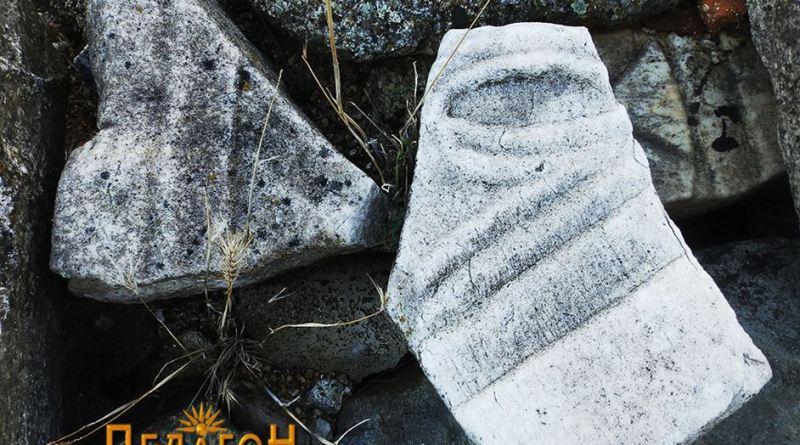 Фрагменти од парапетни плочи