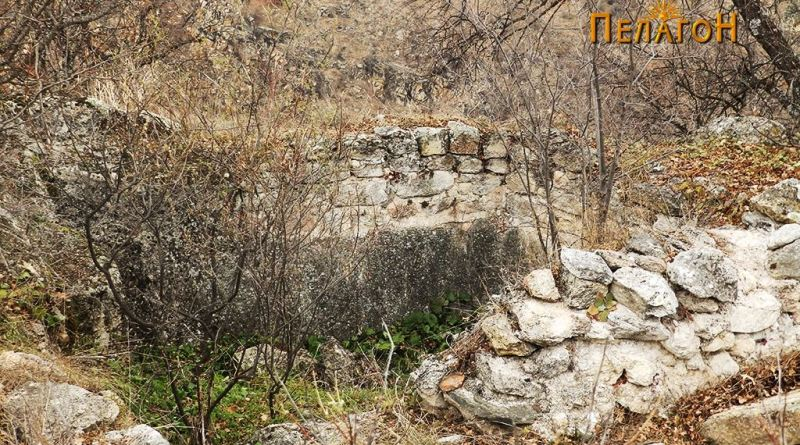 Просторијата издлабена во карпа