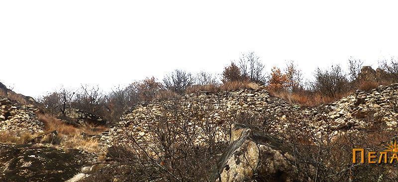 Остатоци од ѕидот на тврдината од јужната страна 5