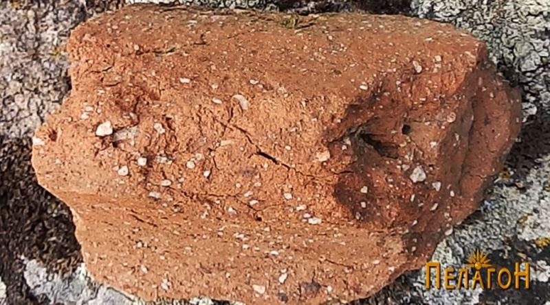 Фрагмент од питос - венец