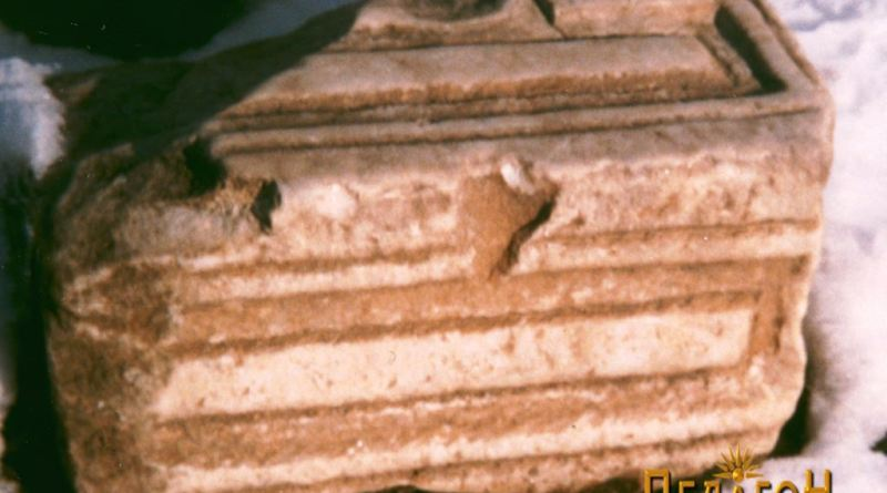 Фрагмент од архитравна греда кај селската чешма