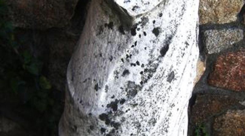 """Скулптурата пронајдена во близина на """"Влајкова Чешма"""" - десен профил"""