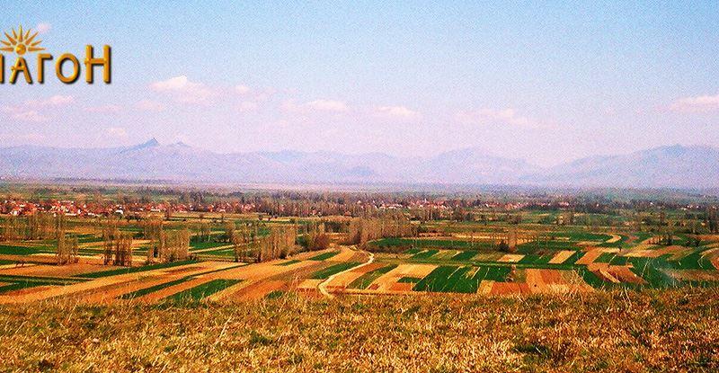 """Поглед од """"Кале"""" кон рамниот дел на Пелагонија кон селата Бела Црква и Воѓани"""