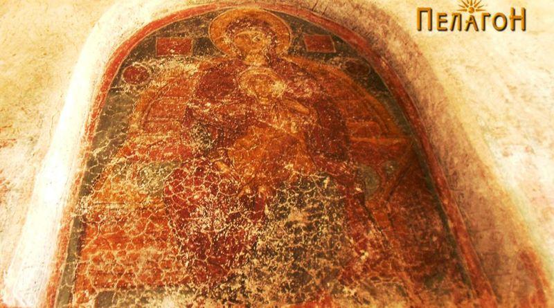 Св. Богородица со Исус над влезот во старата трпезарија