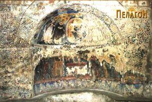 Живописот на источниот ѕид во трпезаријата е единствен кој е делумно зачуван