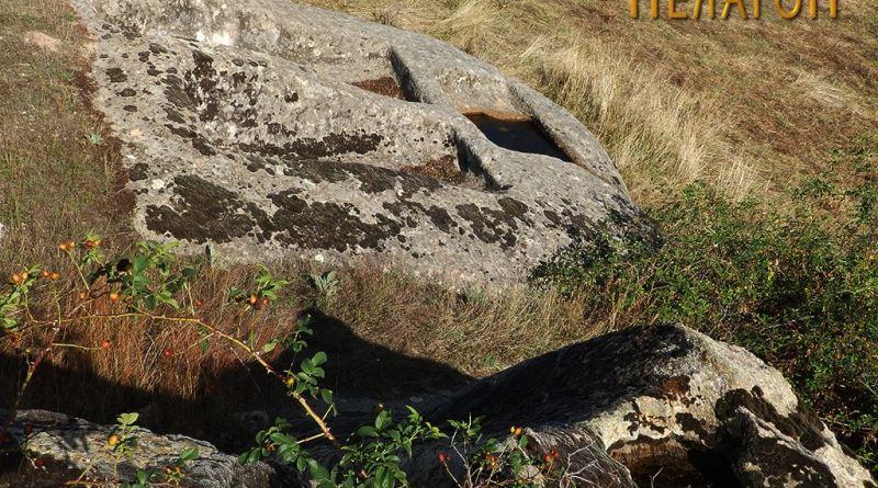 Винарникот со дел од карпата од северозападната страна
