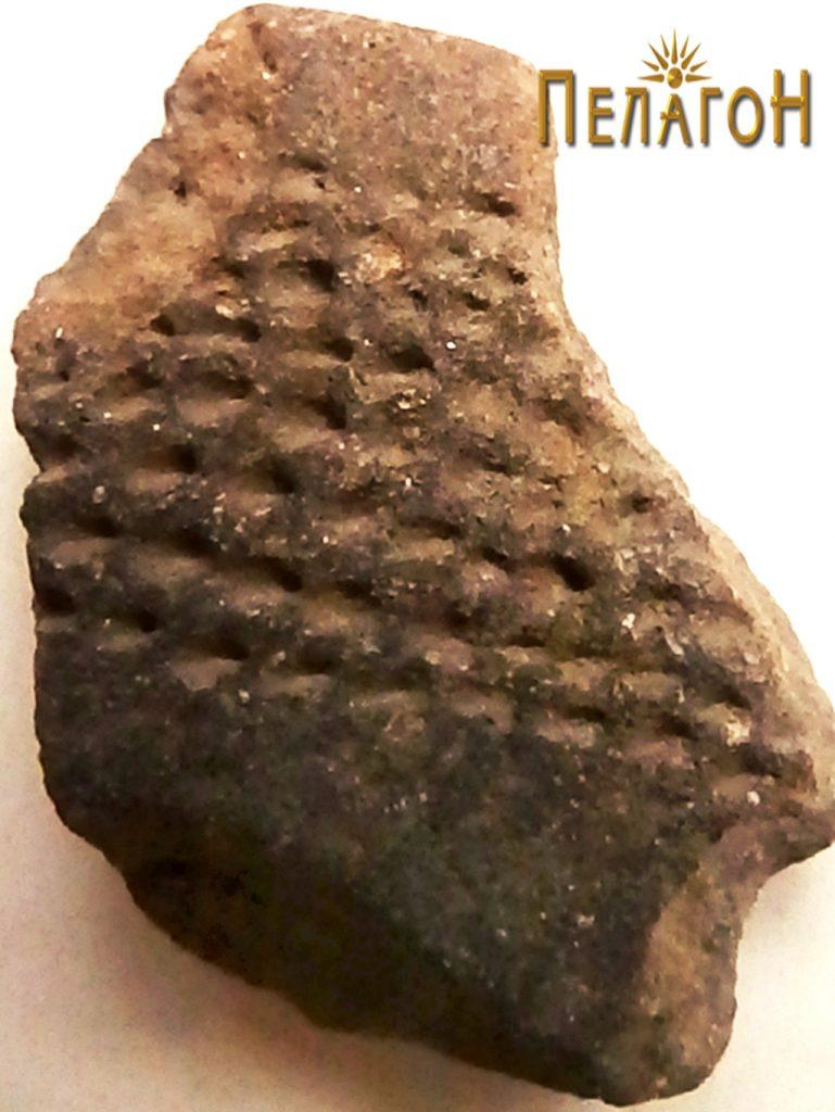 Фрагмент од керамички сад со украсување 5