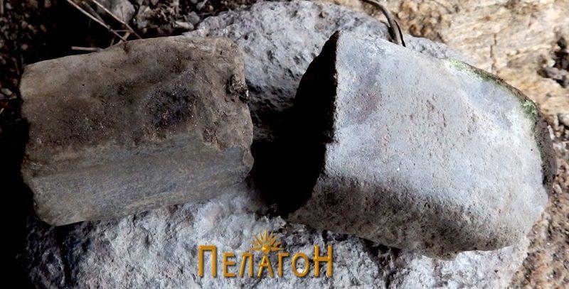 Два фрагменти од камени орудија од живеалиште бр. 1