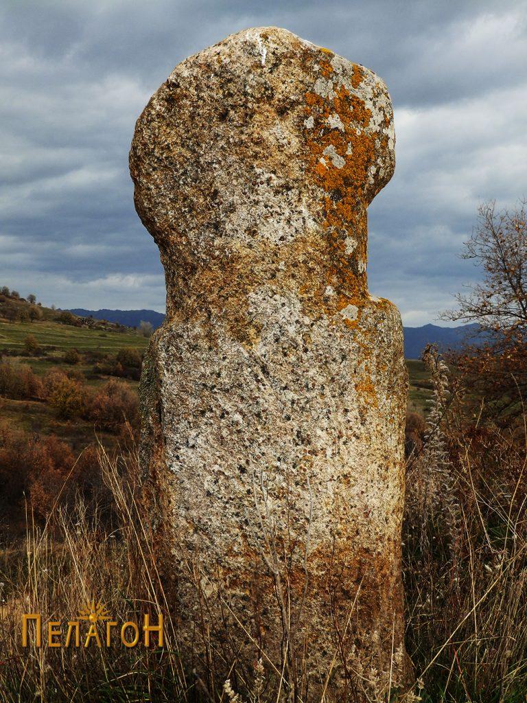 Испраен камен - ан-фас од јужната страна