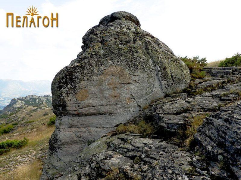 Менхирот - хероон од северната страна