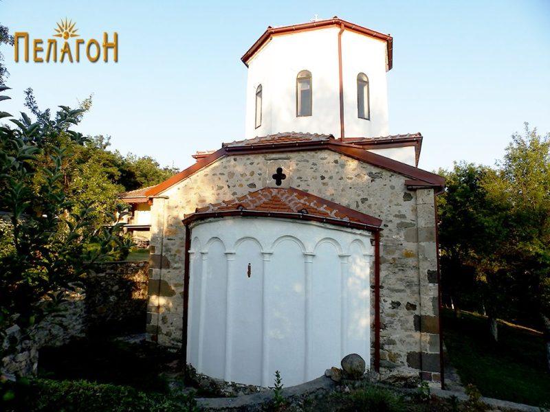 Црквата од исток