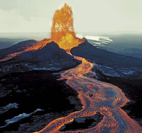 We assume that there is the same amount of decaying elements in the current magma as in the magma 4 billion years ago. Image from: pelelani.com