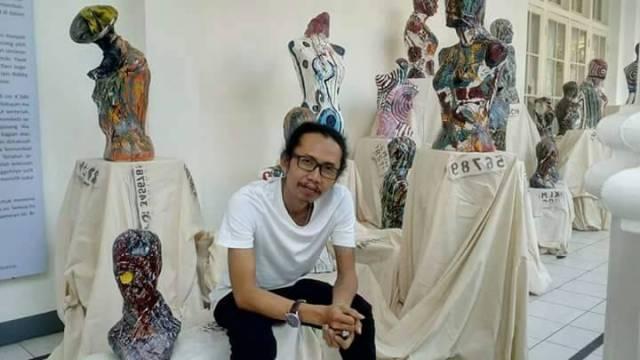Pameran Tunggal di Rumah Sendiri, Eksperimen Rb. Ali Memecah Kebekuan Ruang Ekspresi
