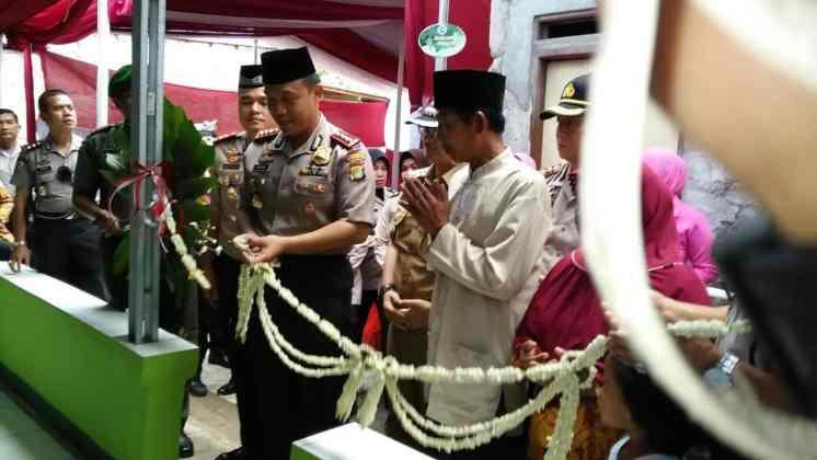 Kapolres Metro Tangerang Kota Resmikan Bedah Rumah Milik Marbot Masjid Kapolres Metro Tangerang Kota Resmikan Bedah Rumah Milik Marbot Masjid