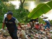 Bupati Lebak Ngamuk Lihat Tumpukan Sampah di Pinggir Sungai Ciujung