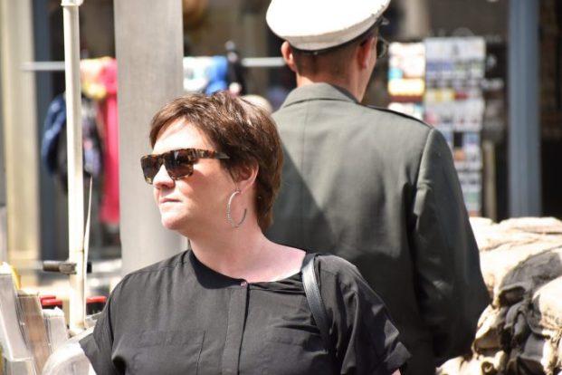 Jag vid Checkpoint Charlie Berlin