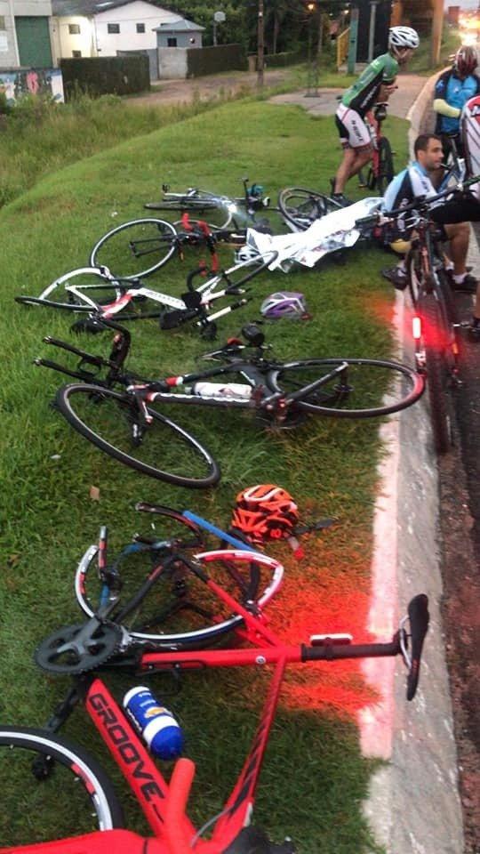 Paraná: Grupo de 6 ciclistas atropelado, motorista fugiu sem prestar socorros!