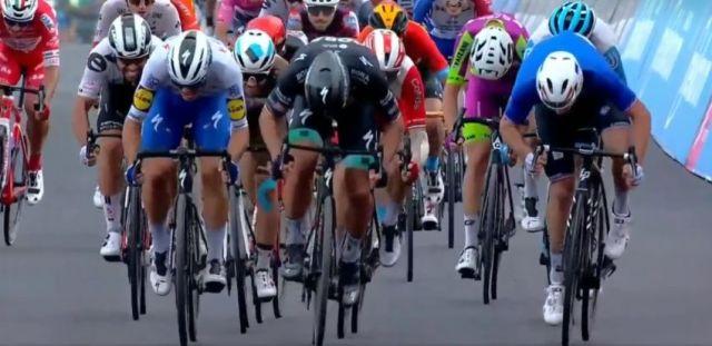 Arnaud Demare vence sprint na foto!