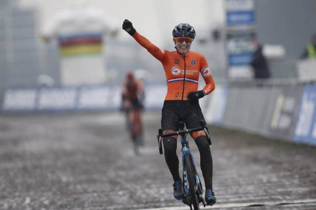 Lucinda Brand vence o mundial de Cyclocross!