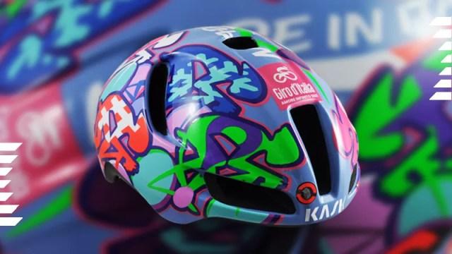 Capacete Kask Utopia Aldo Drudi para o Giro Italia 2021   Pelote Ciclismo   RCS