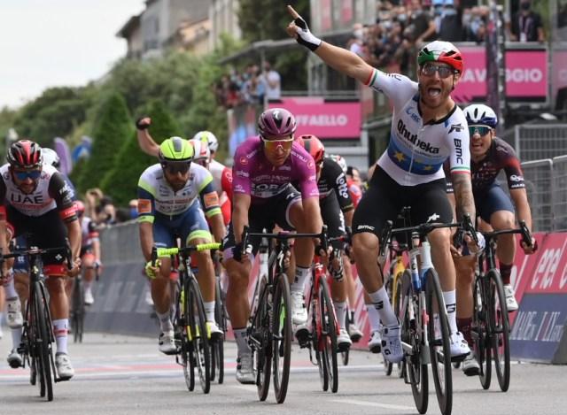 Nizzolo vence sprint em Verona no Giro