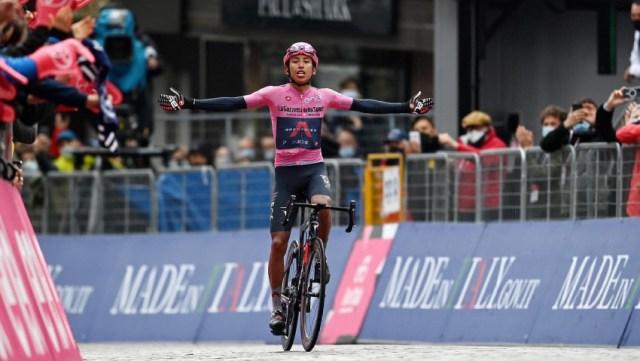 Egan Bernal doutrina e vence etapa rainha no Giro!