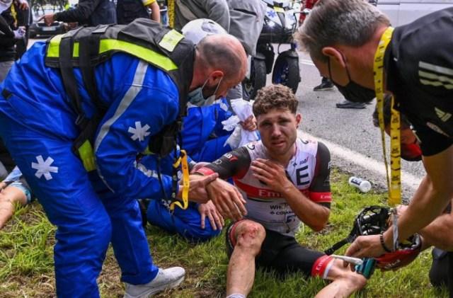 Plantão médico do Tour: Soler quebrou os dois cotovelos, Hirschi e Froome são dúvidas