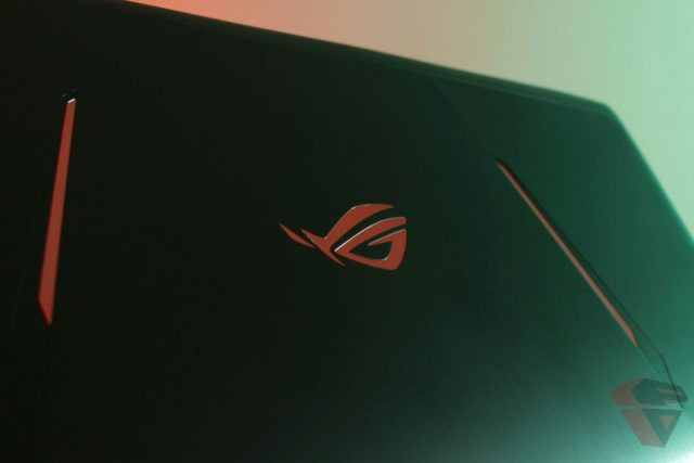 Review Asus ROG Strix GL702ZC LCD Cover Design 2