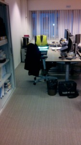 De nieuwe vloerbedekking in de kantoren...