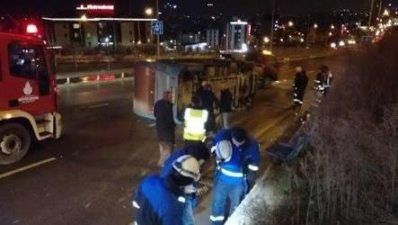 Pendik'te Yolcu Minibüsünün Devrilmesi Sonucu 1 Kişi Yaralandı