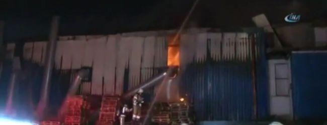 Pendik'te Bir Alüminyum Deposunda Yangın Çıktı