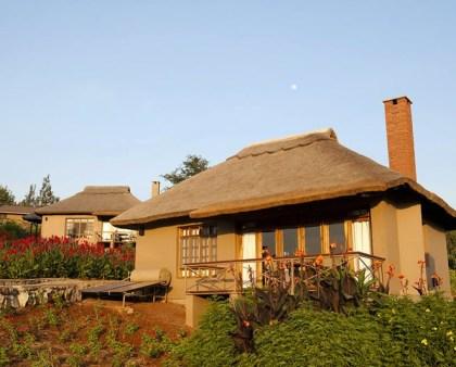 Kitela Lodge cabins front view