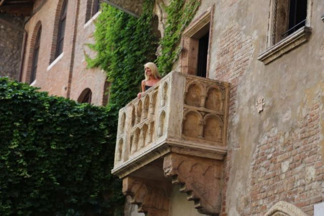 Another Juliet gazes happily down from the balcony Photo: Peninsularity Ensues