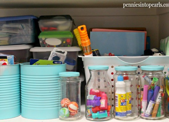How to Organize Your Closet for Pennies - penniesintopearls.com - Tips on how to get organized and where to find the supplies for cheap to keep you in budget!