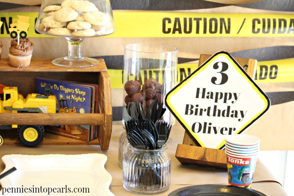 BEST Boys Birthday Party Ideas! Tips on how to throw a boys birthday party for cheap! Construction zone boys birthday party is one of the most fun parties we have ever had!