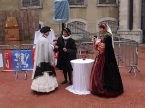 Bourgois et Bourgeoises en grande conversation