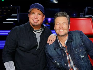 "Garth Brooks and Blake Shelton Dropped their Duet ""The Dive"" 2"