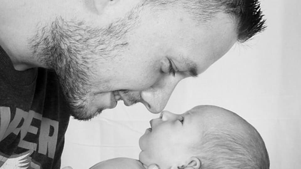 """O pai que cuida do bebê não """"ajuda"""", apenas exerce a paternidade"""