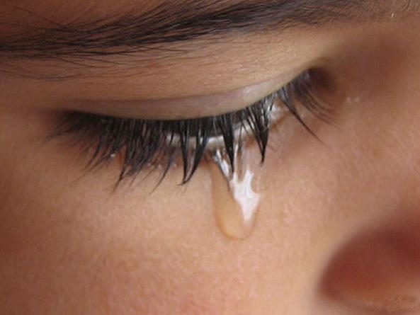 Risultati immagini per donna che piange