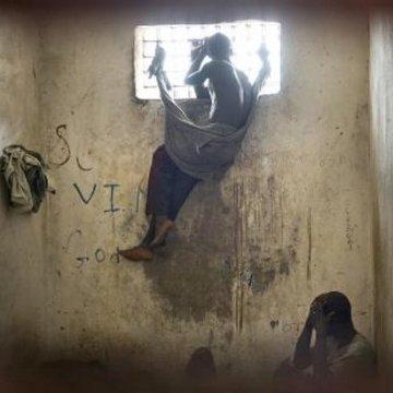 Problemi kaznene politike i dugoročnog pritvora u svetu