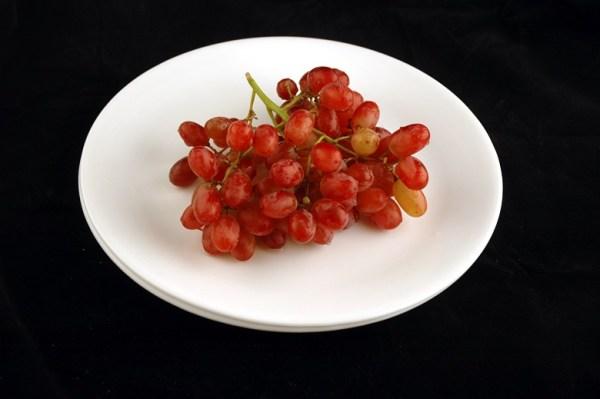 grožđe - 290 grama = 200 kalorija