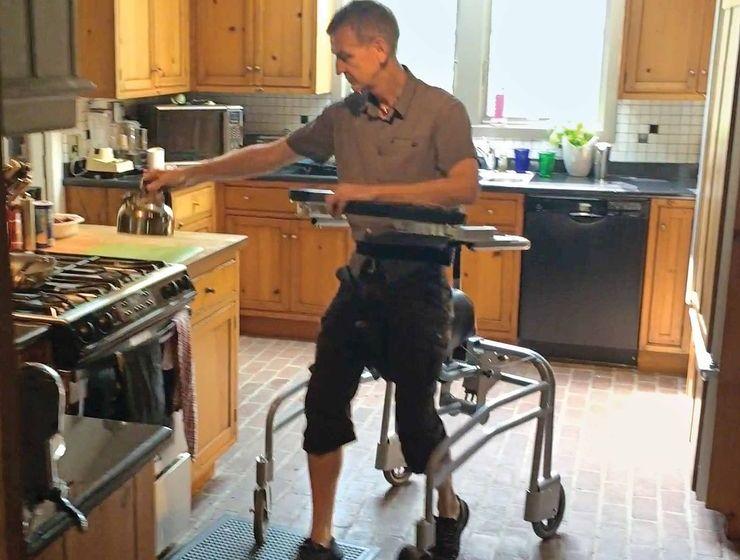 Hibridna invalidska kolica za sedenje i stajanje
