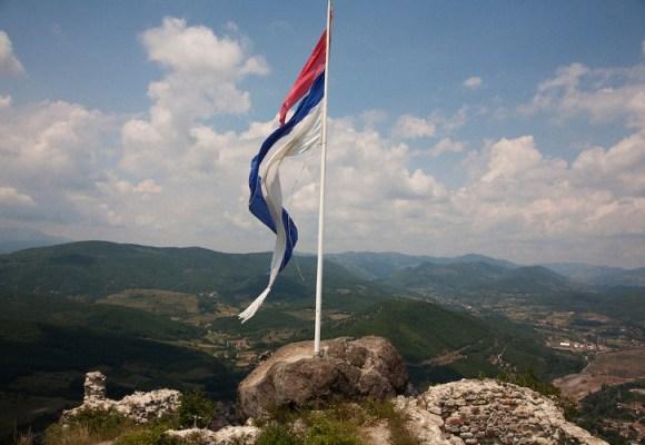 Da li Srbiji preti državna kriza?