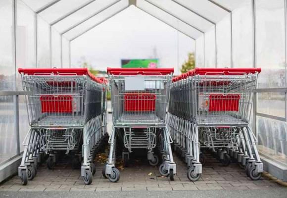 Napolju, prodavnice i ugostiteljski objekti mogu da rade bez prestanka