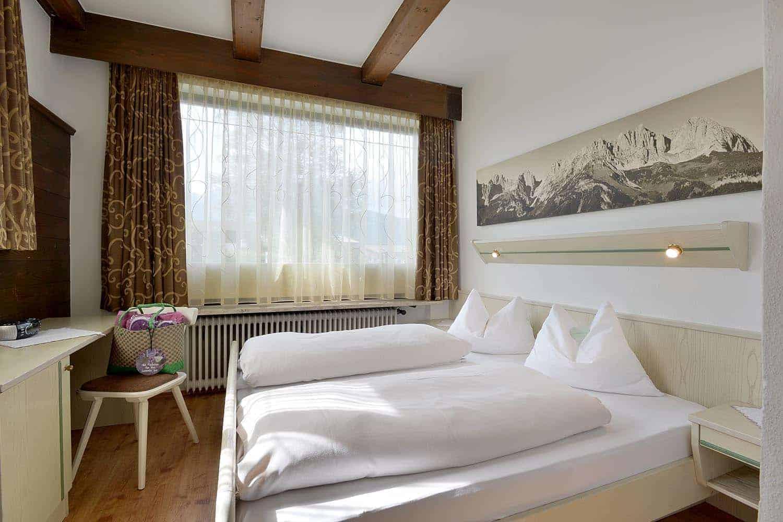 Schlafzimmer mit Blick auf den Wilden Kaiser